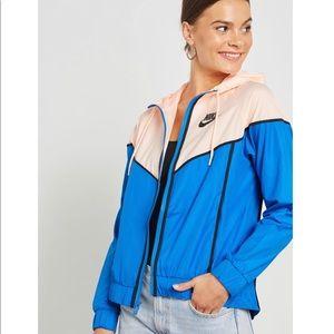 NWT Nike Women's Sportswear Windrunner Jacket
